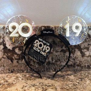 Disney Parks 2019 Animated Light Up Ears Headband